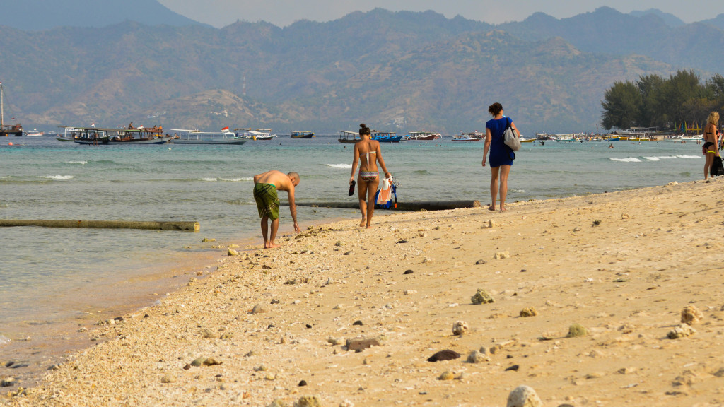 Fins to spurs, back underwater, Gili trawangan, indonesia, Beach walk
