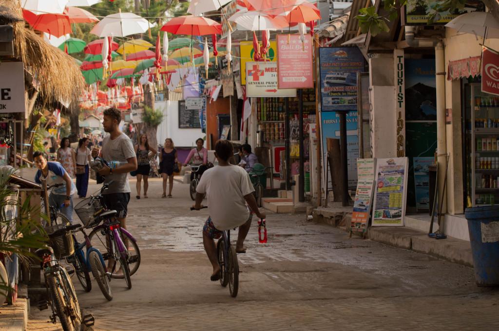 fins to spurs, diner with travelers, gili trawangan, bike ride