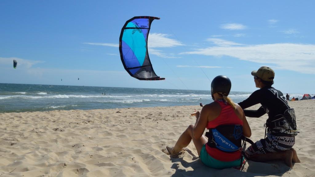 Christine_West,_Fins_to_Spurs,_Kitesurfing_Mui_Me,_Vietnam,_C2Sky,_Power_Kite_training