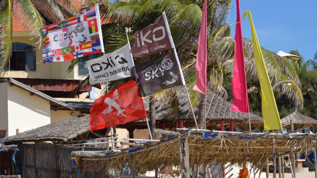 Fins_to_Spurs,_Kitesurfing_Mui_Ne,_Vietnam,_C2Sky,_Flags