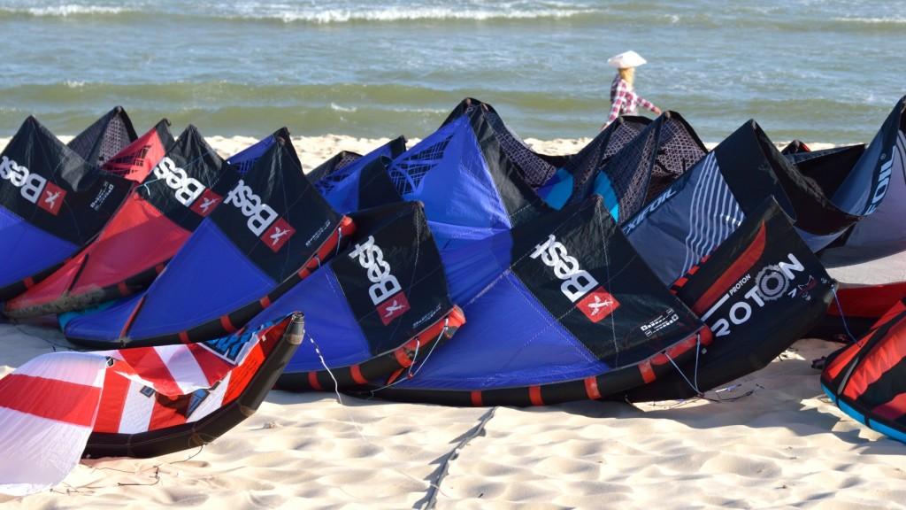 Fins_to_Spurs,_Kitesurfing_in_Mui_Ne,_Vietnam,_C2Sky,_Kites