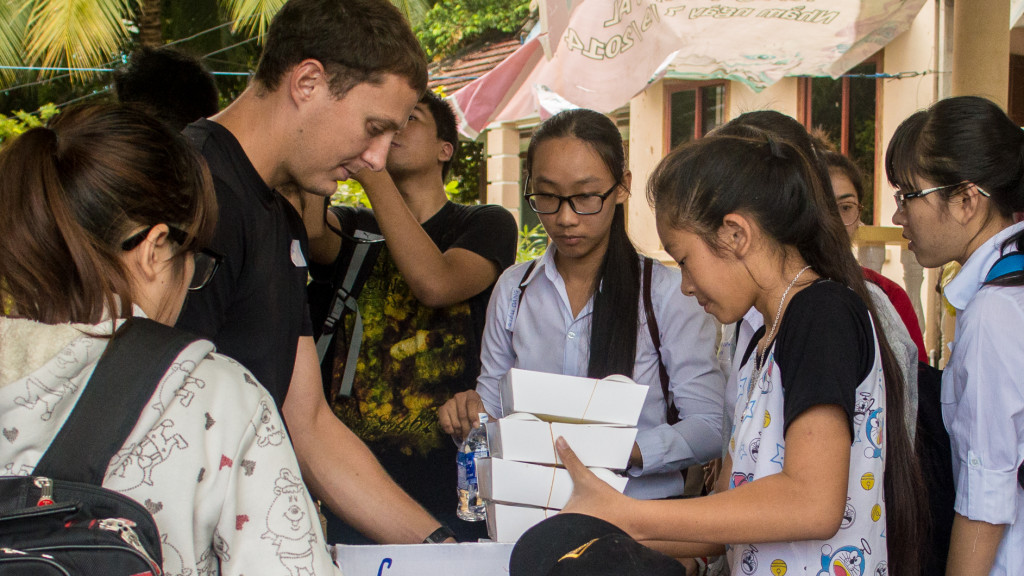 Volunteer in Vietnam, Fins to Spurs, Nha Trang, Vietnam, Adam Maire, giving out box lunch, #hashtaglunchbag