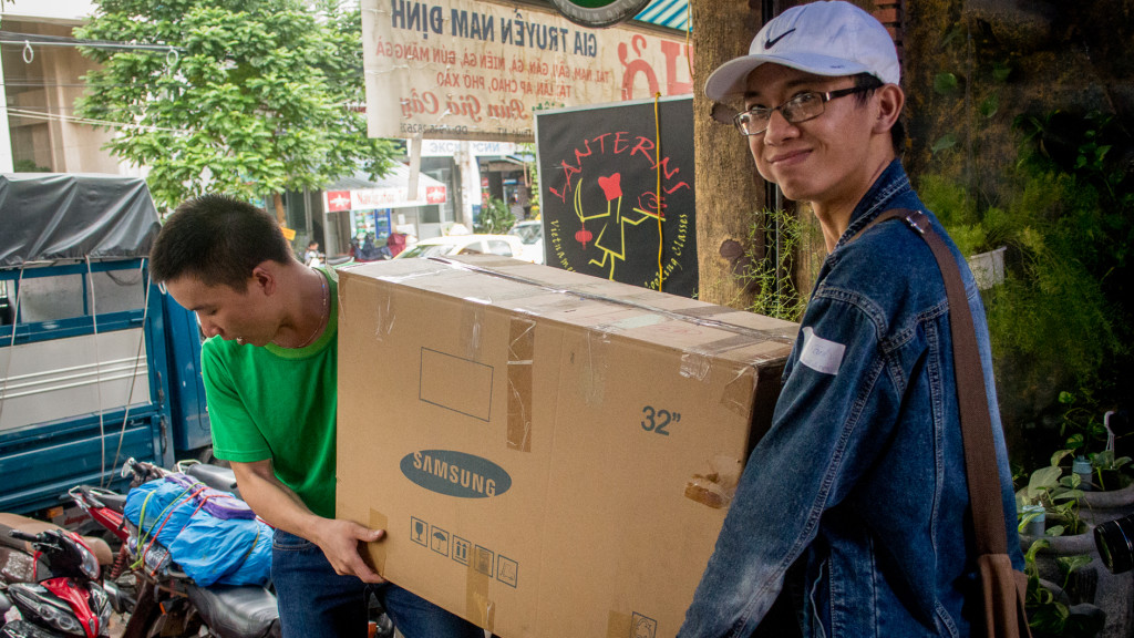 Volunteer in Vietnam, Fins to Spurs, Nha Trang, Vietnam, boxes of lunches, #hashtaglunchbag