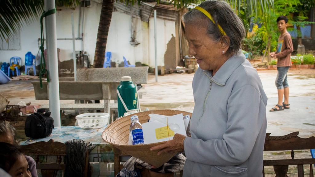 Volunteer in Vietnam, Fins to Spurs, Nha Trang, Vietnam, #hashtaglunchbag, receiving lunch