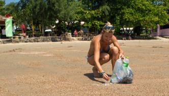 BEACH CLEAN UP: TAKE INITIATIVE WHILE YOU TRAVEL!