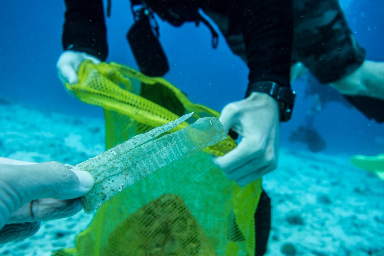 ocean-cleanup-fins-to-spurs-bonaire-plastic-cup