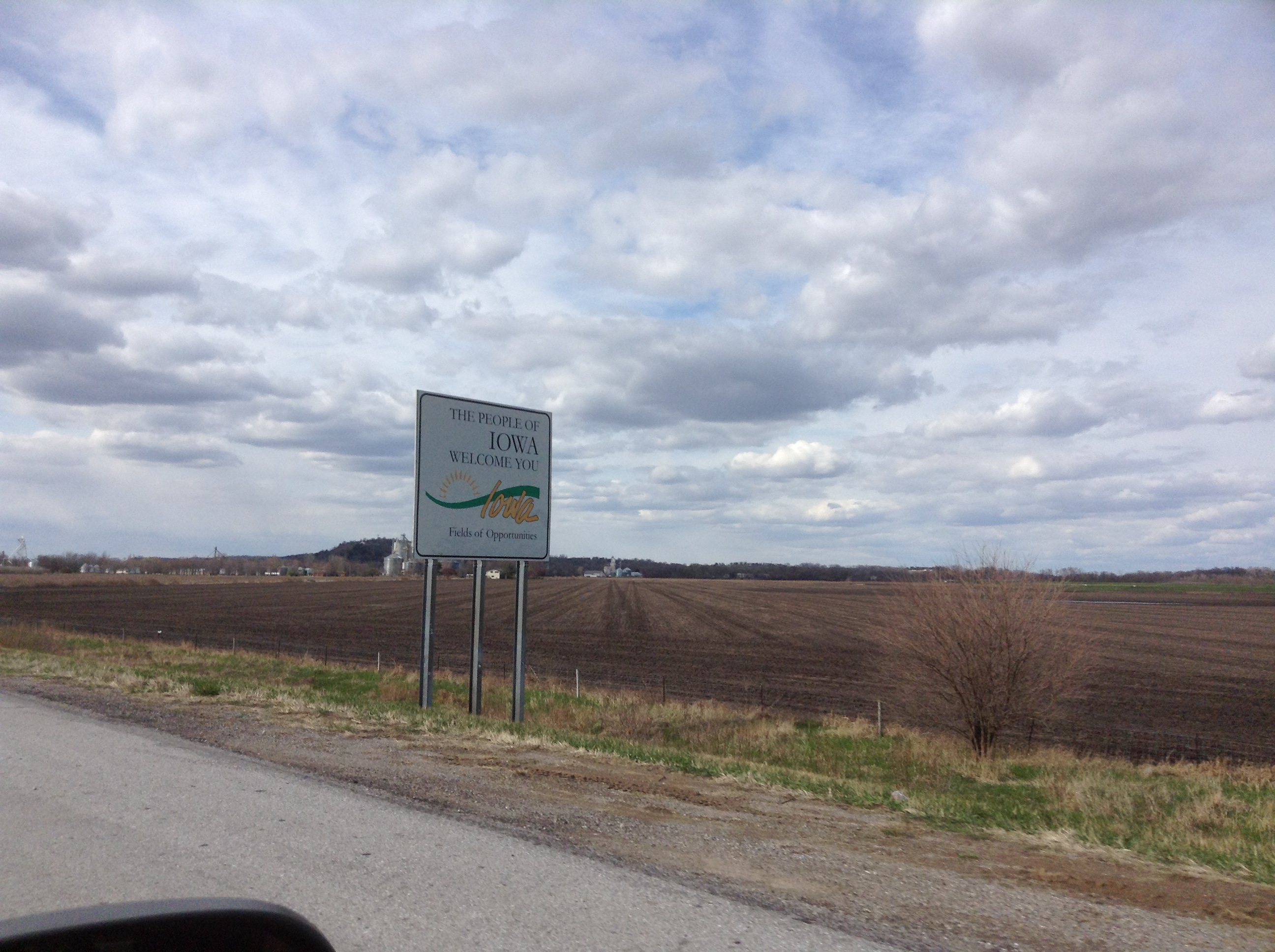 Drive to Nebraska, Iowa Sign, Dive and Drive, #GetYourFinsOn